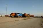 BNSF 5220 CEFX 1016, and BNSF 8615